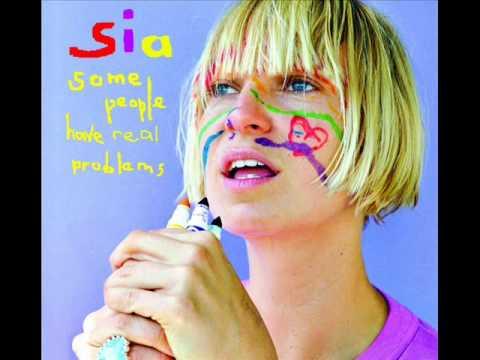 透き通る美しい歌声『Sia 人気曲ランキング』1-10位